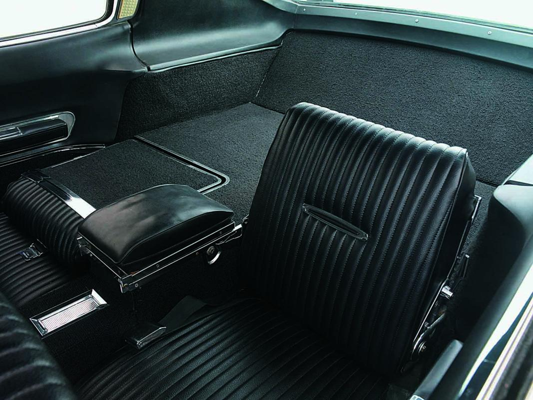 Dodge Hemi Charger 1967 rear seat.jpg