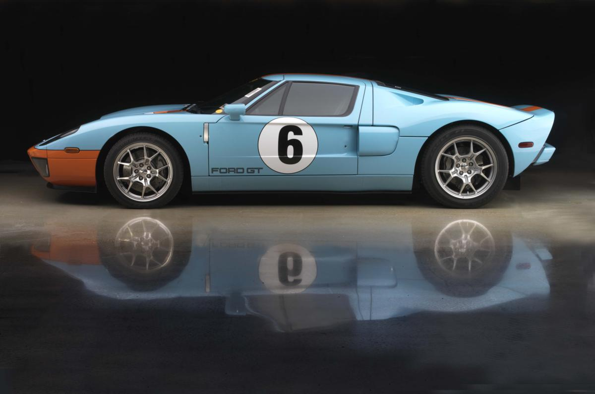 Ford GT with reflection .jpg