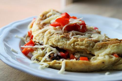 Mushroom_and_Red_Pepper_Mozzarella_Omelet_recipe_photo.jpg