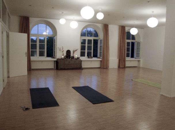 Yogalounge Pullach Yoga München Anusara25.jpg