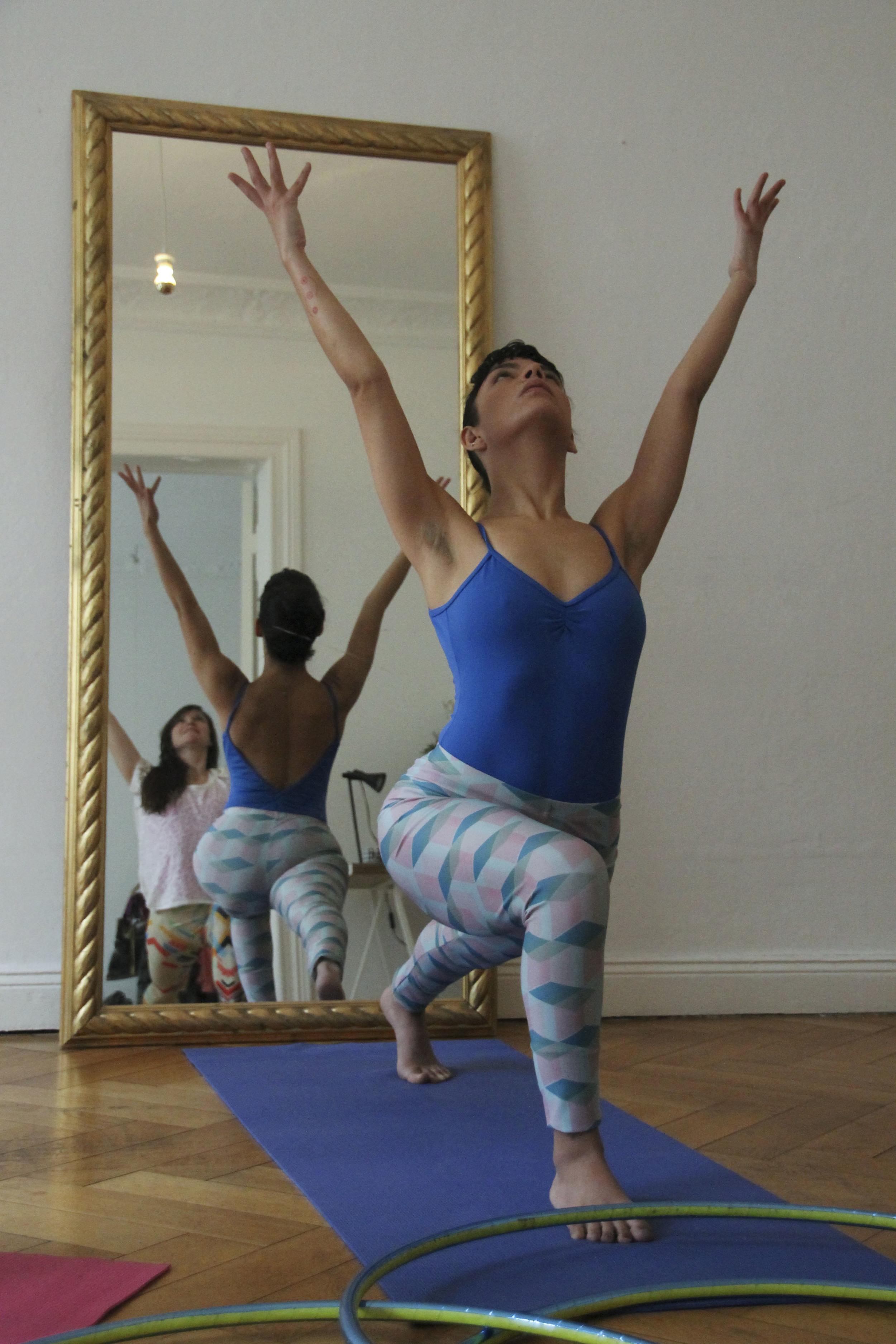 hoop yoga rebecca halls berlin1266.jpg