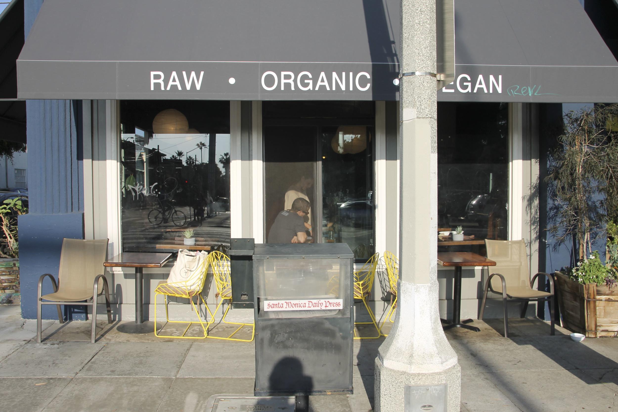 Rawvolution Santa Monica raw vegan California2583.jpg
