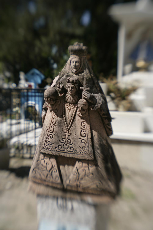Crucifix y Virgin de Guadalupe