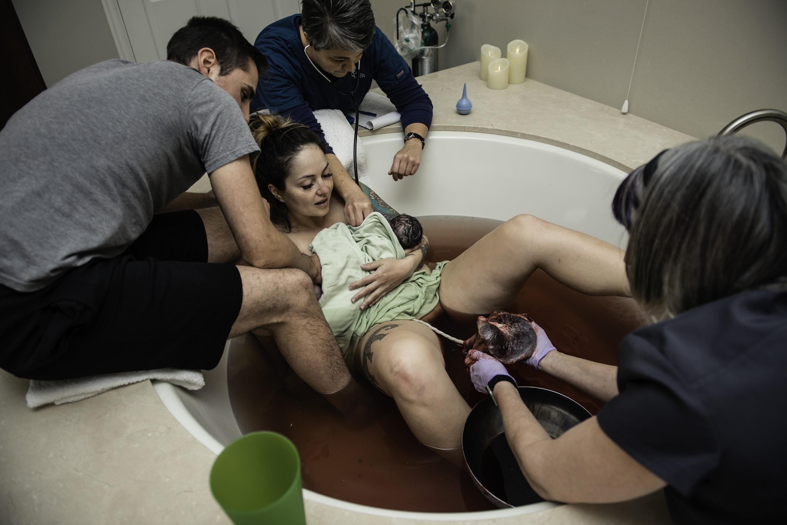A-waterbirth-story-at-the-birth-center-in-Murray-utah-salt-lake-city-birth-photographer-birth-videography,-natural-birth,-homebirth-52.jpg