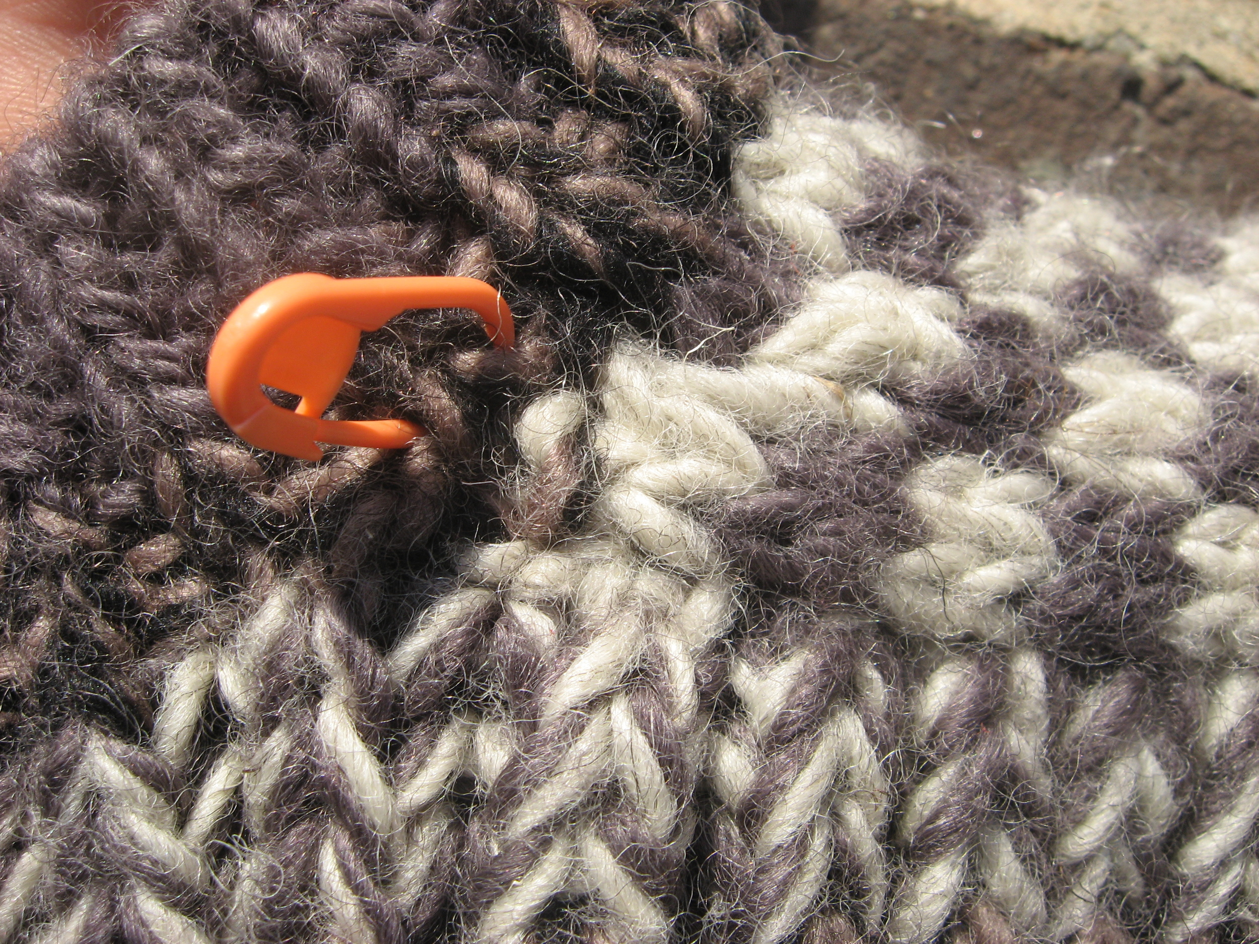 Here's a stitch marker at the bottom of the cuff & the top of the instep flap