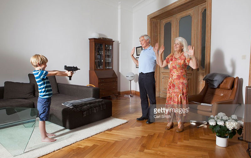 Man darf sich die gute Laune nicht von einem 10-jährigen mit einer automatischen Feuerwaffe verderben lassen.