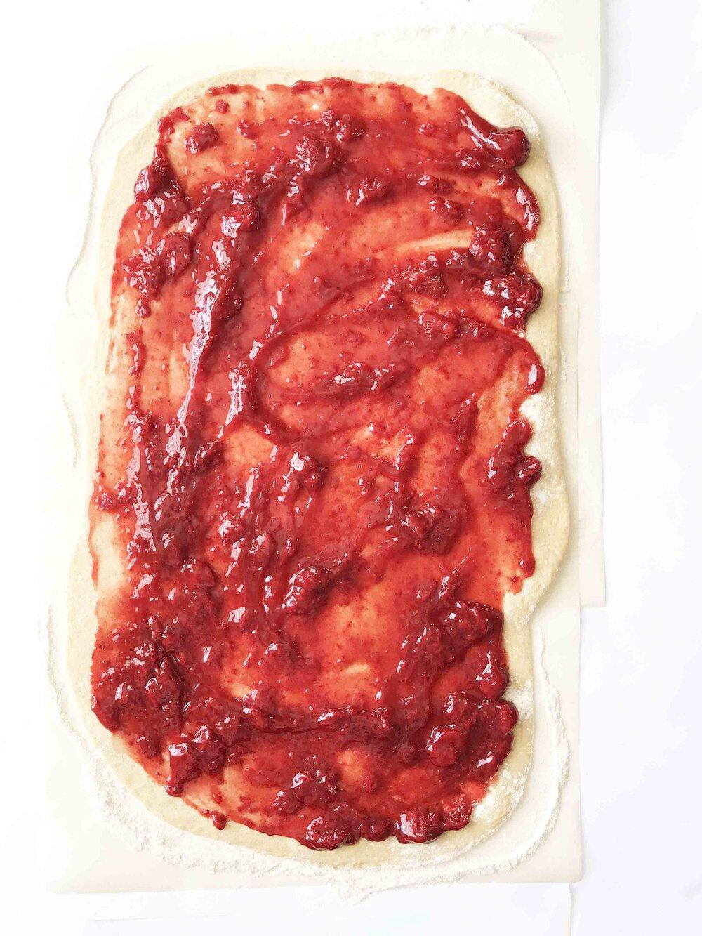 strawberry-cinnamon-rolls7.jpg