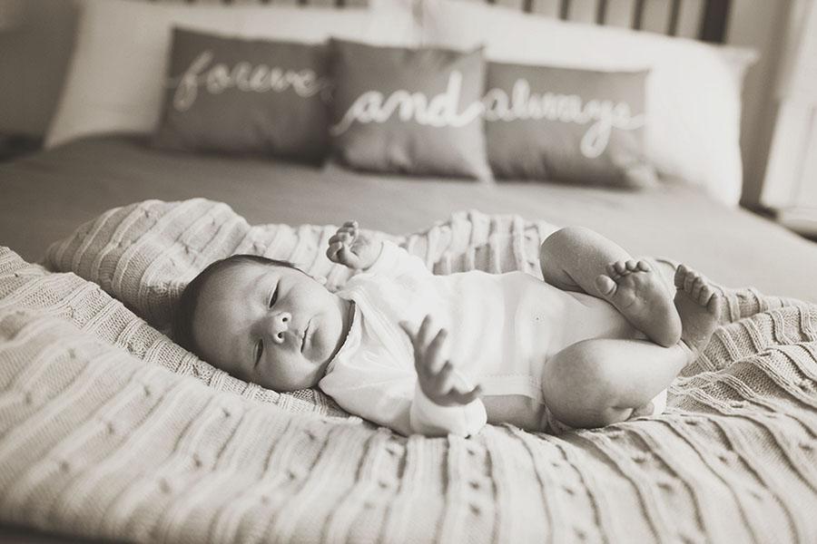 140911-Newborn_Henry_001_BW.jpg