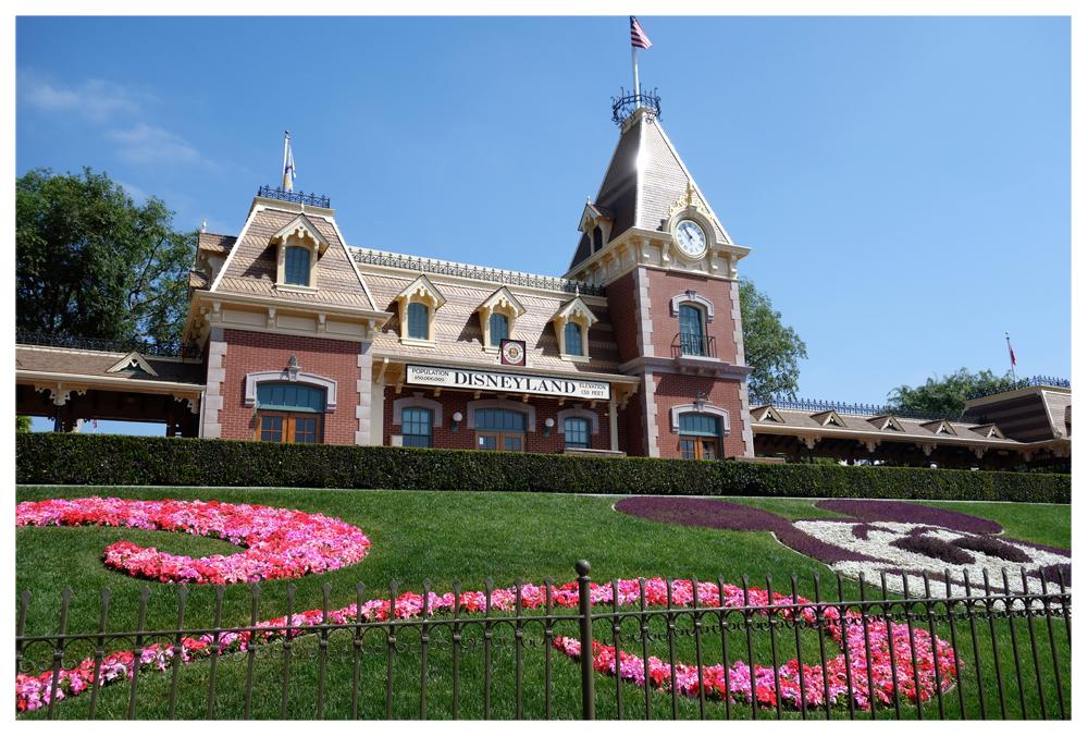 Disneyland_Entrance_Dessert.jpg