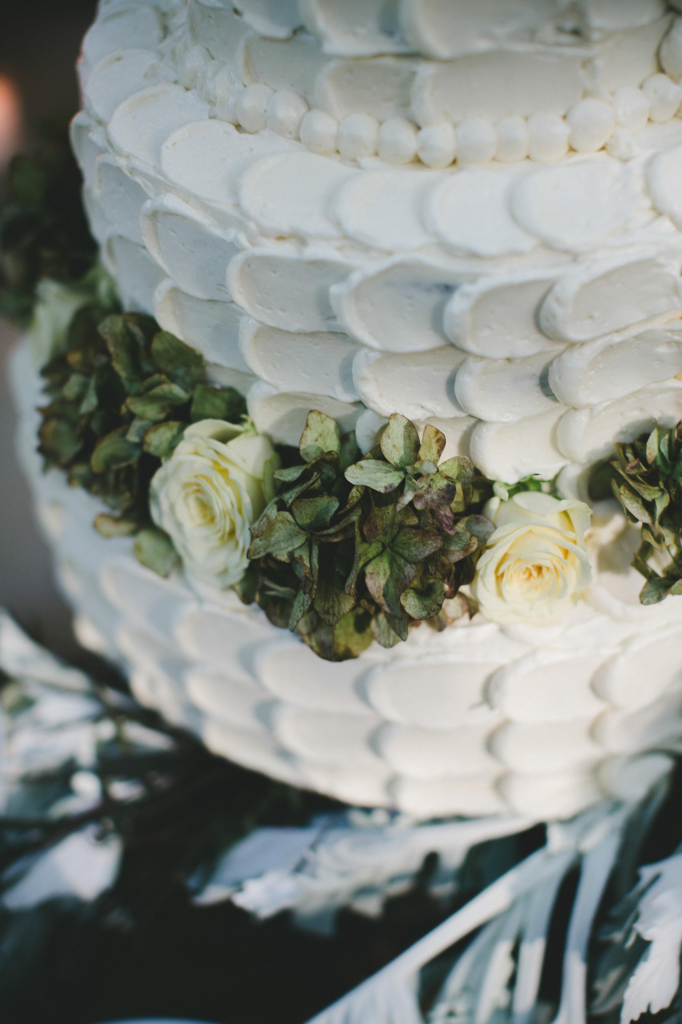 Wedding_Cake_Buttercream_Frosting_Dessert_Fiend.jpg