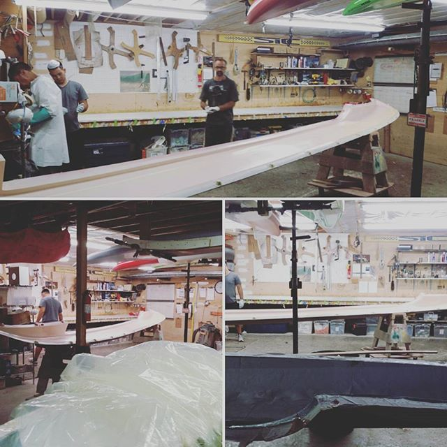 Getting ready to Vacuum Bag the second half of our SIC Malana OC-4 . #fiberglass , coremat, and #carbonfiber.  @sicmaui @sicmauicustom @markraaphorst @pipeline86 @fiberglasshawaii #custom #madeonmaui #oc4