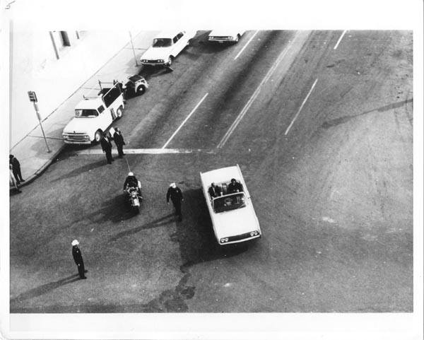 Photo 66- SS and FBI Turn onto Elm Street.jpg