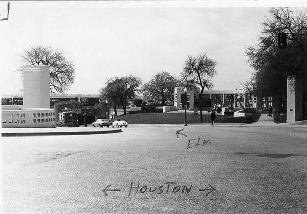 Photo 16- Turn from Houston to Elm Street.jpg