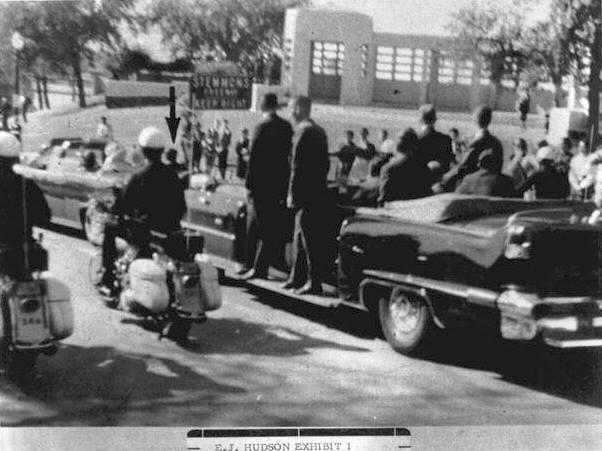 Photo 22- Southeastern view of Presidential motorcade on Elm St..jpg