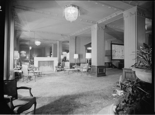 Photo 6- Alternate view of the Lobby.jpg