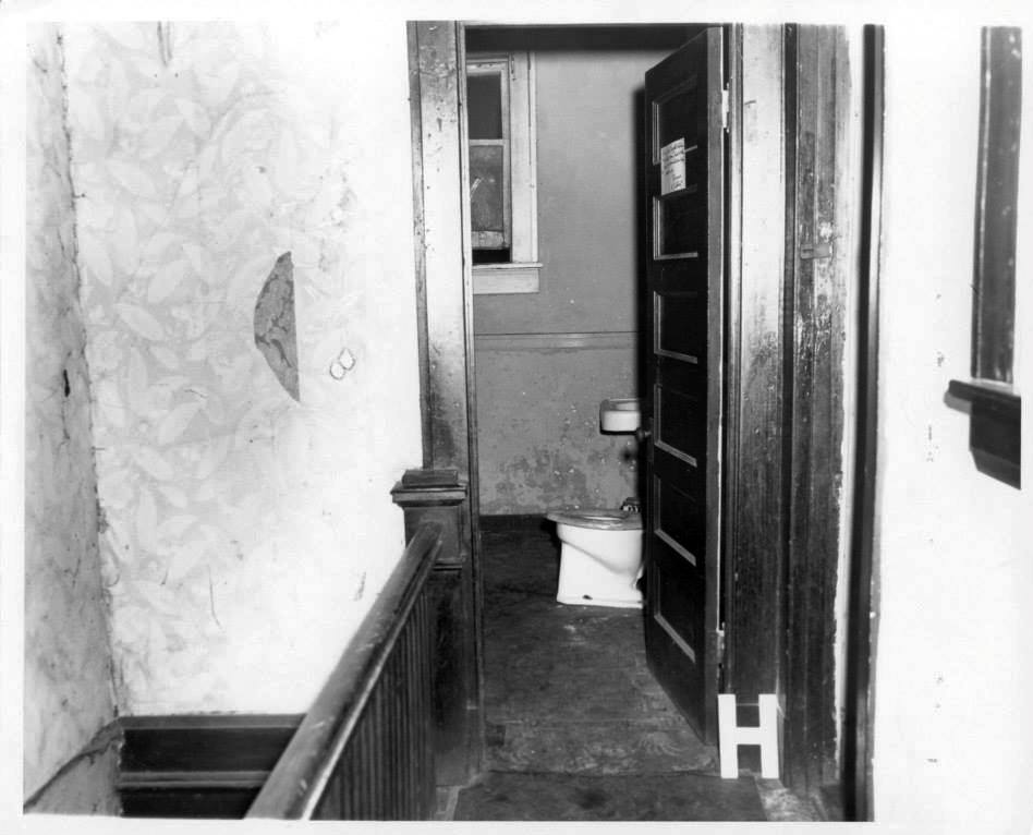 Photo 20- Boardinghouse Bathroom.jpg