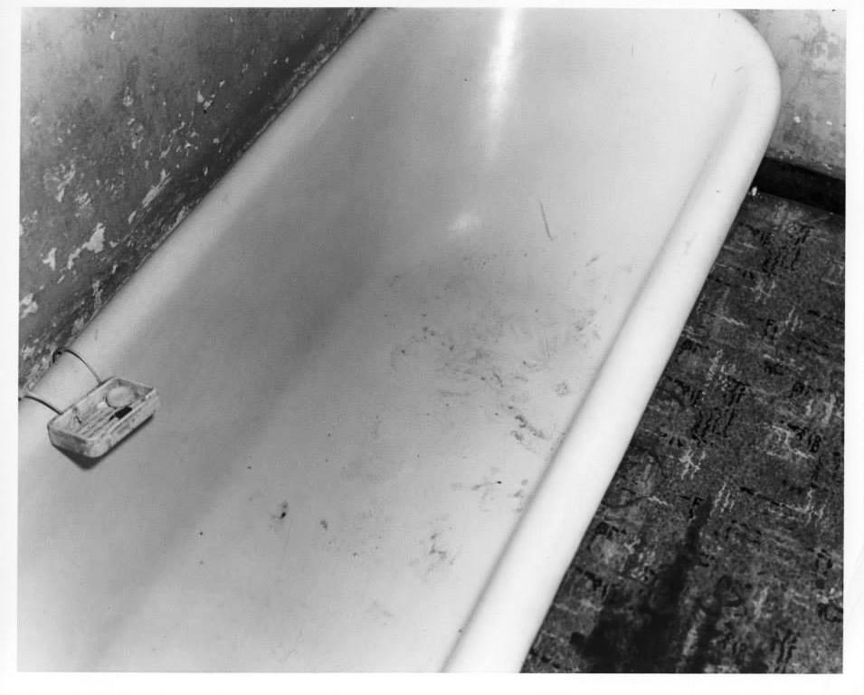 Photo 22- Bathroom tub JER allegedly stood in.jpg