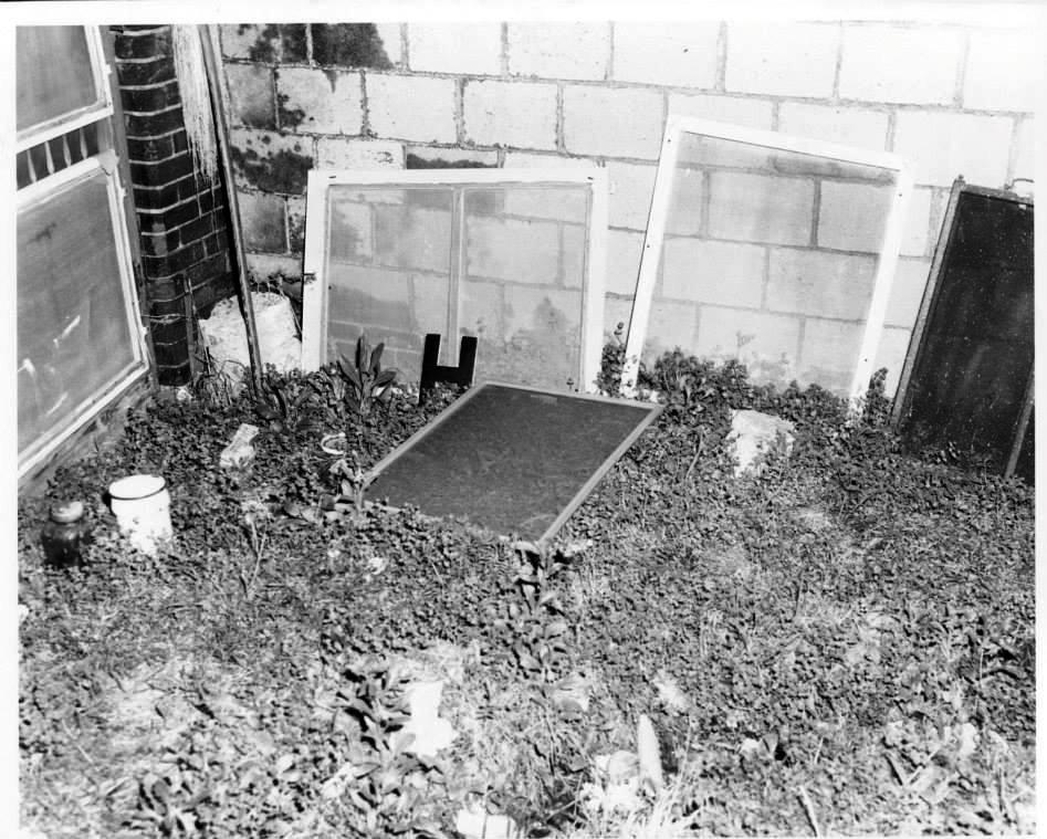 Photo 23- Boarding house screen missing from bathroom window.jpg