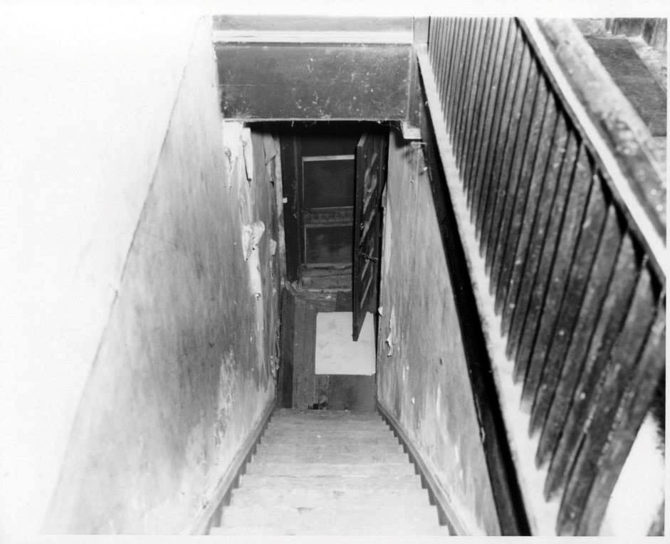 Photo 42- Descending view of Brewer's boarding house entrance stairway (alleged path of JER).jpg