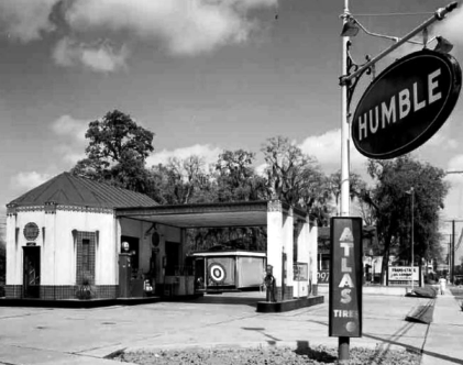 The Humble Service Station in Oakcliff where An Oswald claim emerged