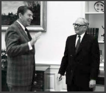 Leo Cherne visits US President REAGAN during the 1980s