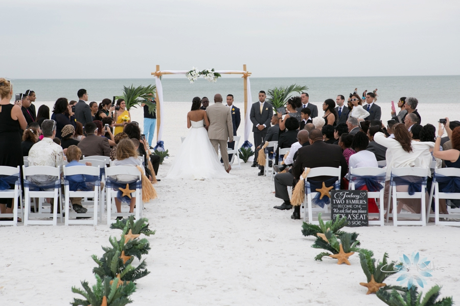11_22_14 Clearwater Beach Wedding_0016.jpg
