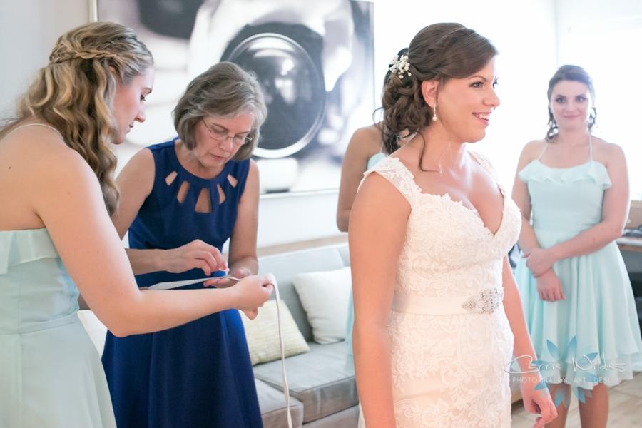 11_6_17 Kelly and Ryan Postcard Inn Wedding_0010.jpg