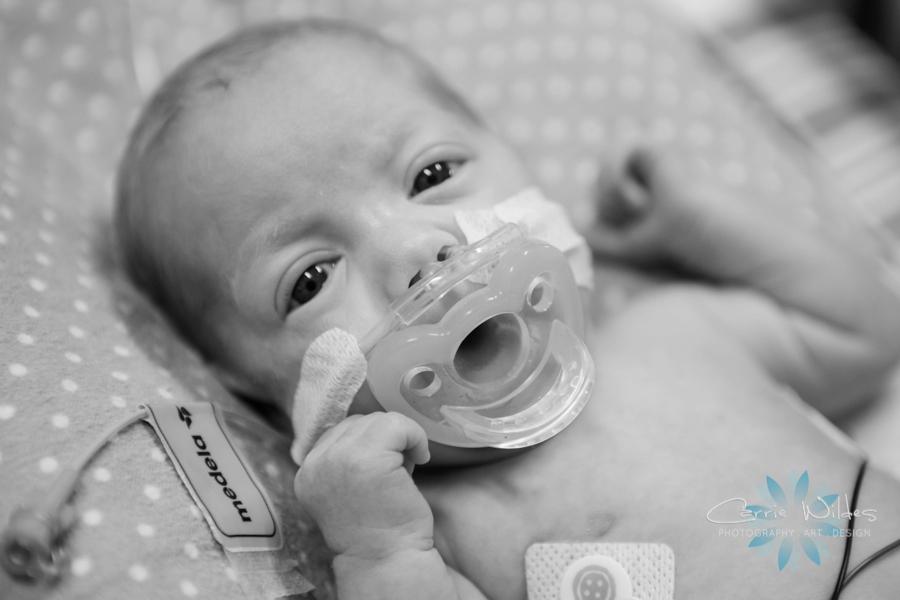 12_8_17 Tampa NICU Newborn Portrait Session_0002.jpg