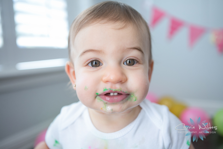 5_29_19 Hailey 1 Year Old Tampa Cake Smash Portraits 015.jpg