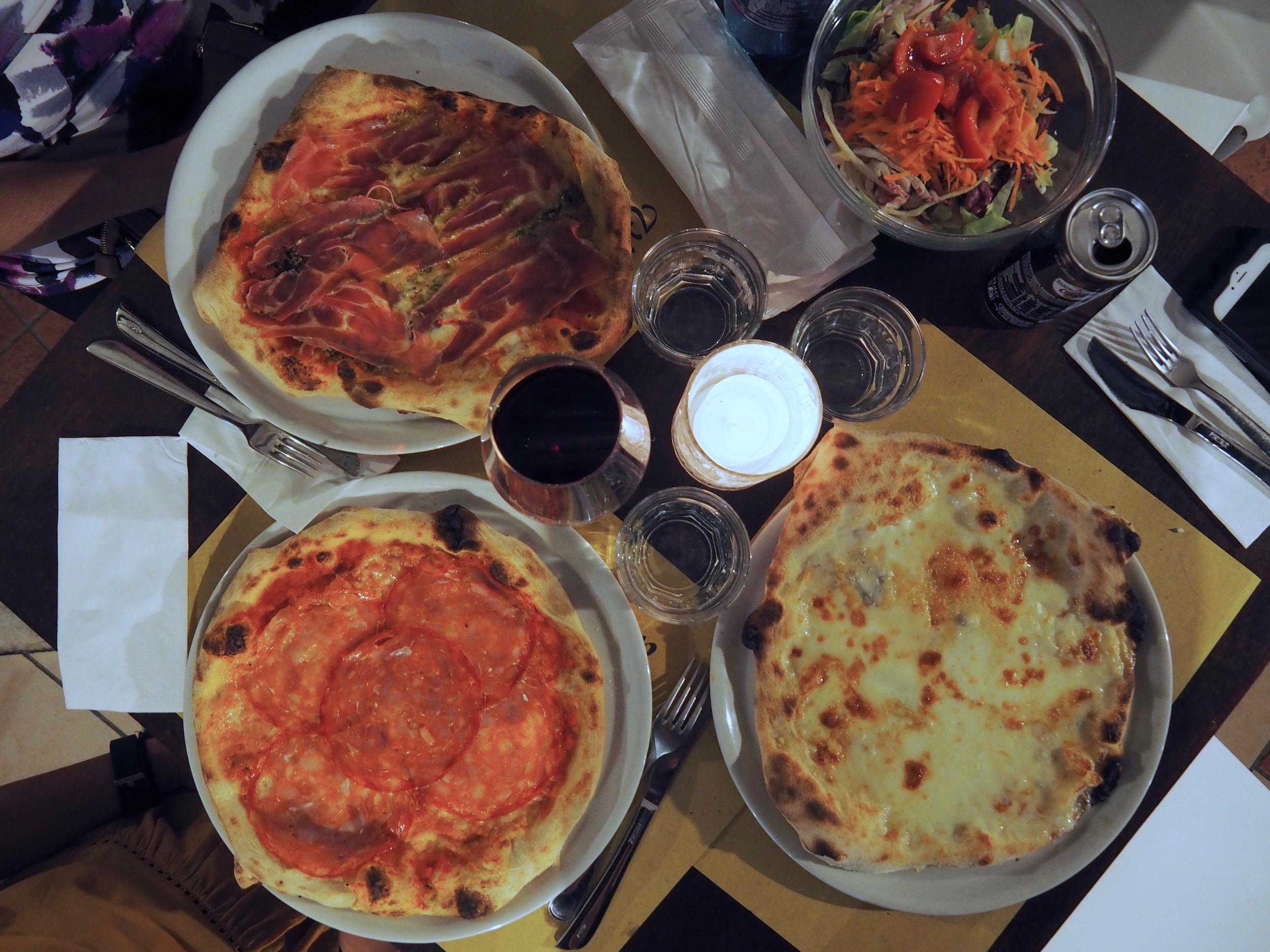Pizzeria Villa Zuccaro2.jpg