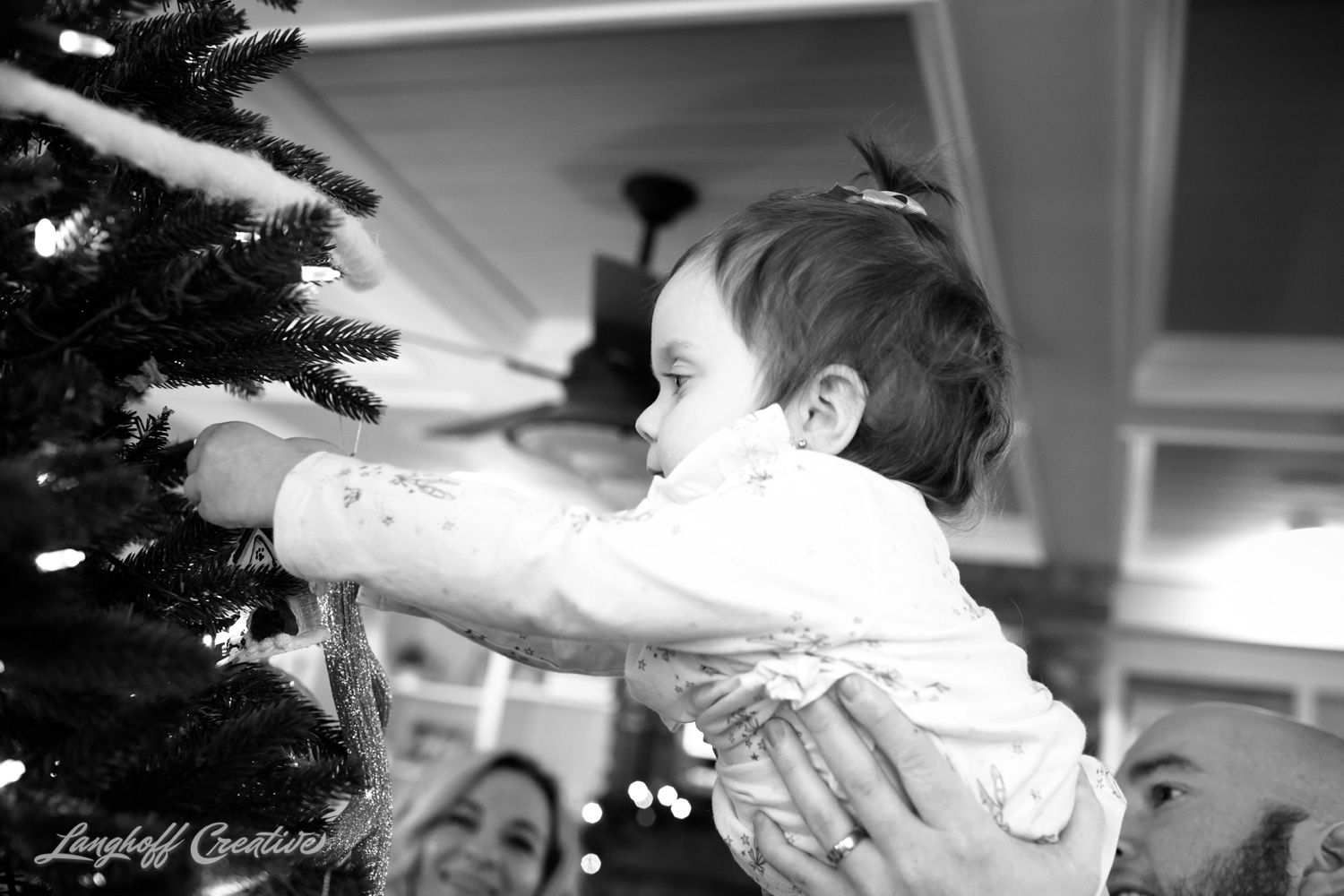 20171125-McGrathChristmas-DayInTheLife-Holidays-LanghoffCreative-RealLifeSession-DocumentaryFamilyPhotography-RDUphotographer-1-photo.jpg