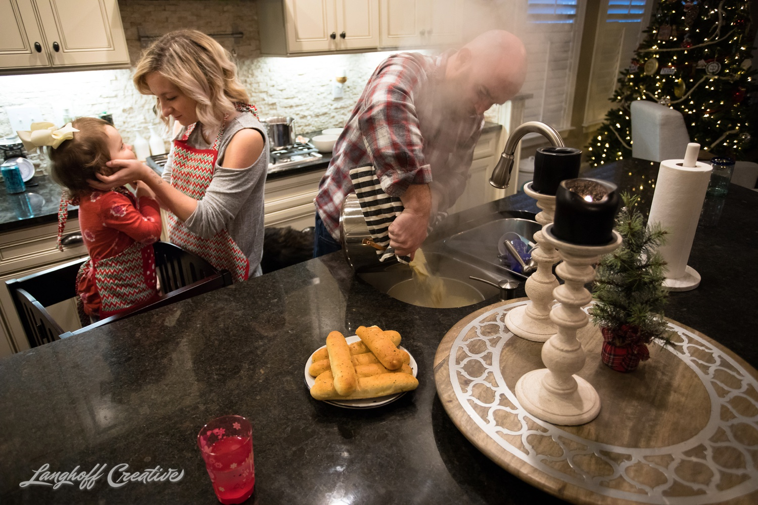 20171125-McGrathChristmas-DayInTheLife-Holidays-LanghoffCreative-RealLifeSession-DocumentaryFamilyPhotography-RDUphotographer-25-photo.jpg