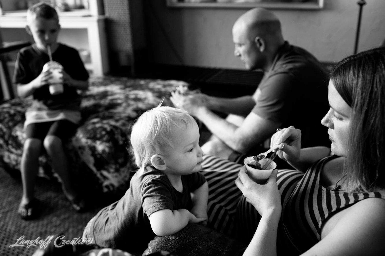 DocumentaryFamilySession-DocumentaryFamilyPhotography-RDUfamily-MaternitySession-LanghoffCreative-EberleFamily-Jul2017-8-image.jpg