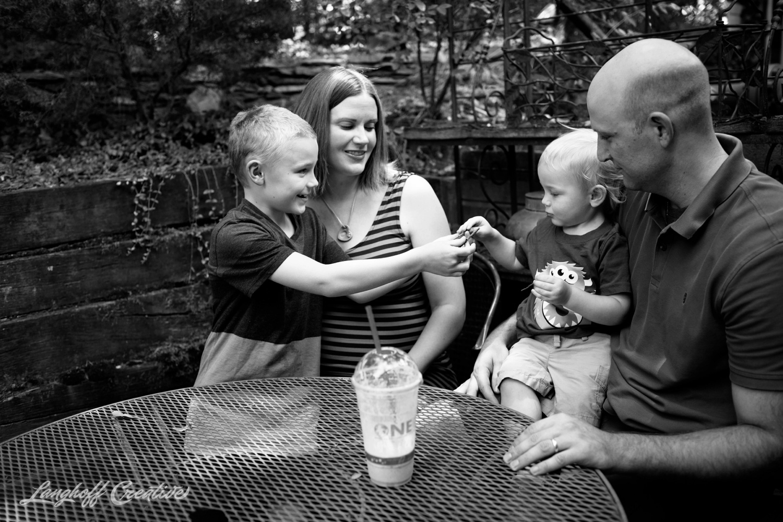 DocumentaryFamilySession-DocumentaryFamilyPhotography-RDUfamily-MaternitySession-LanghoffCreative-EberleFamily-Jul2017-11-image.jpg