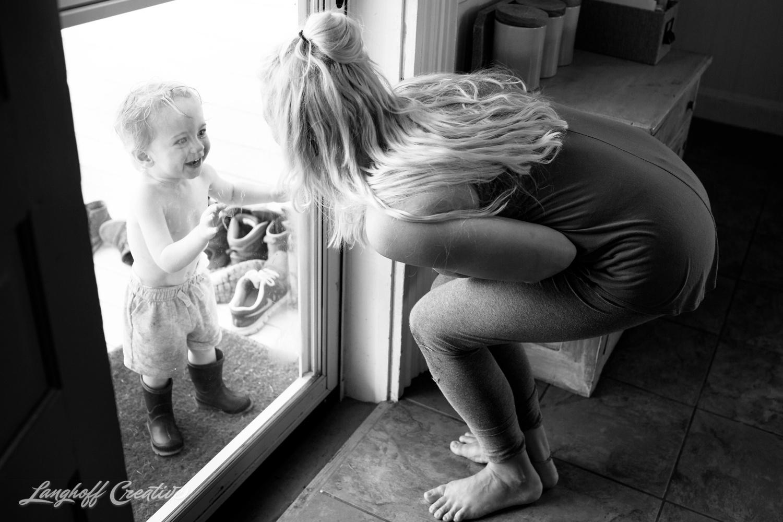 LanghoffCreative-RealLifeSession-DayInTheLifeSession-DocumentaryFamilyPhotography-DocumentaryFamilyPhotographer-RaleighFamily-DurhamFamily-RDUfamily-CollinsFarm-10-photo.jpg