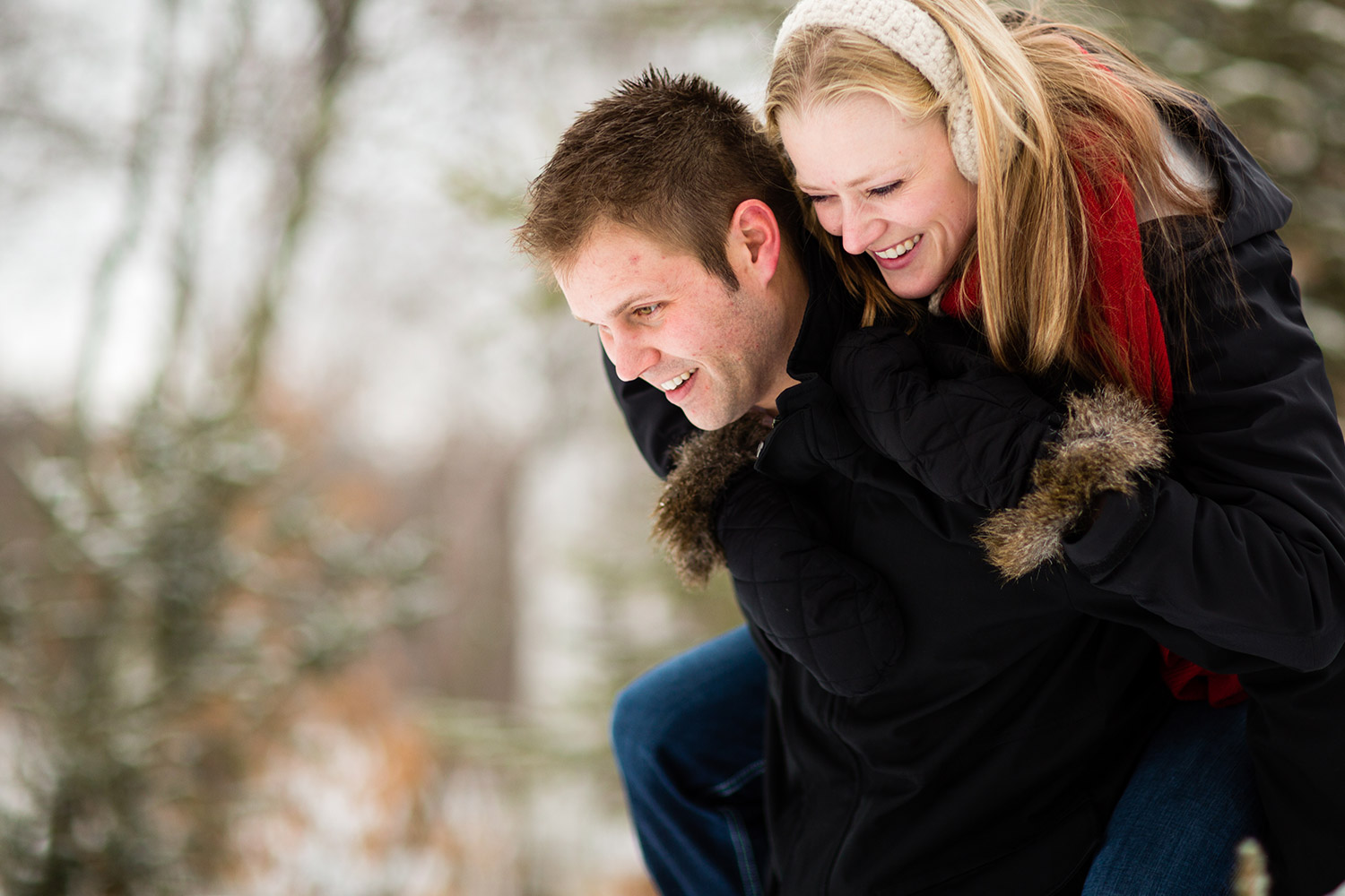 07-northern-minnesota-winter-forest-engagement-session.jpg