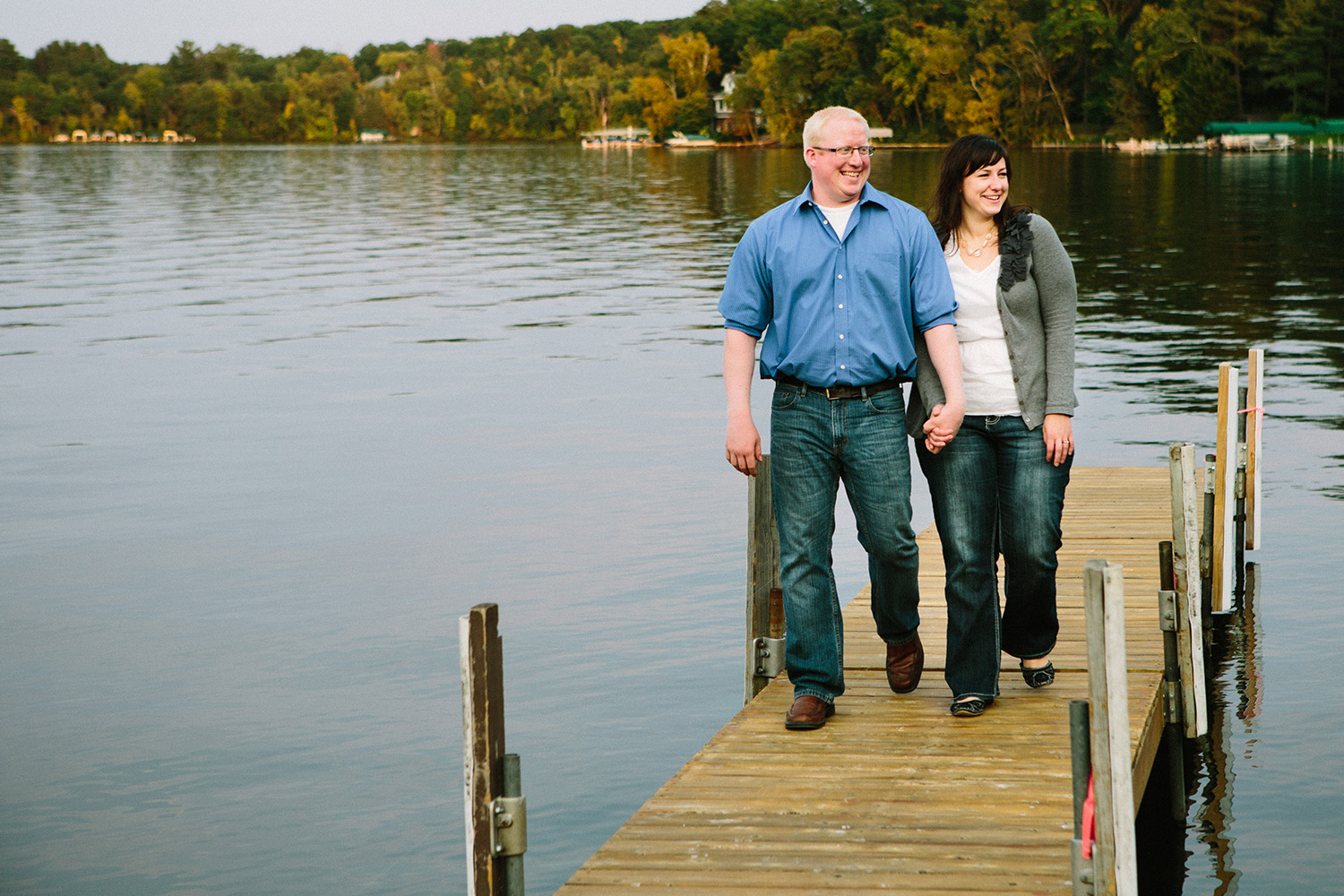 minnesota fall colors engagement session on a lake