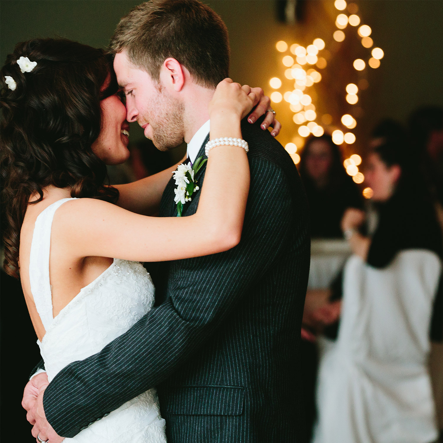large wedding reception at whitefish lodge and suites, crosslake, mn