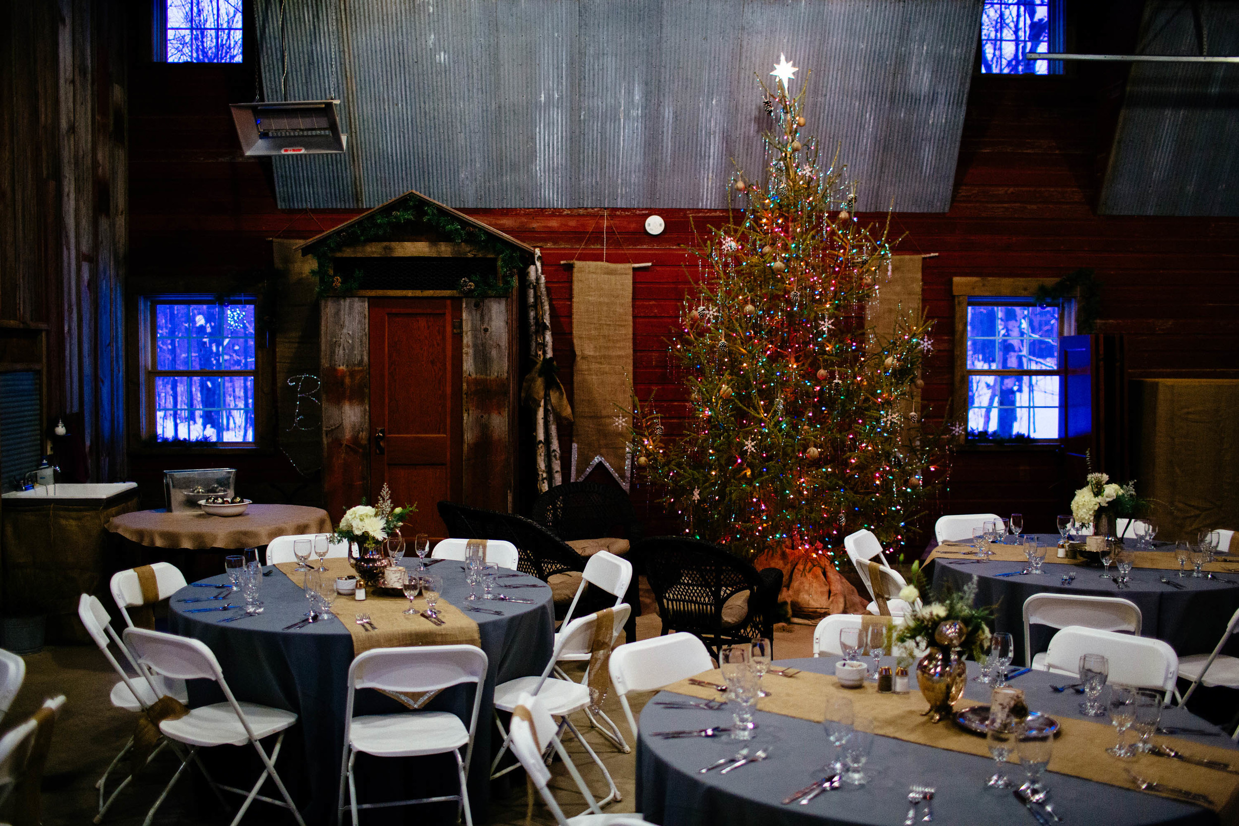 Winter Wedding Decor at Oliver Acreage Bed and Breakfast In Brai