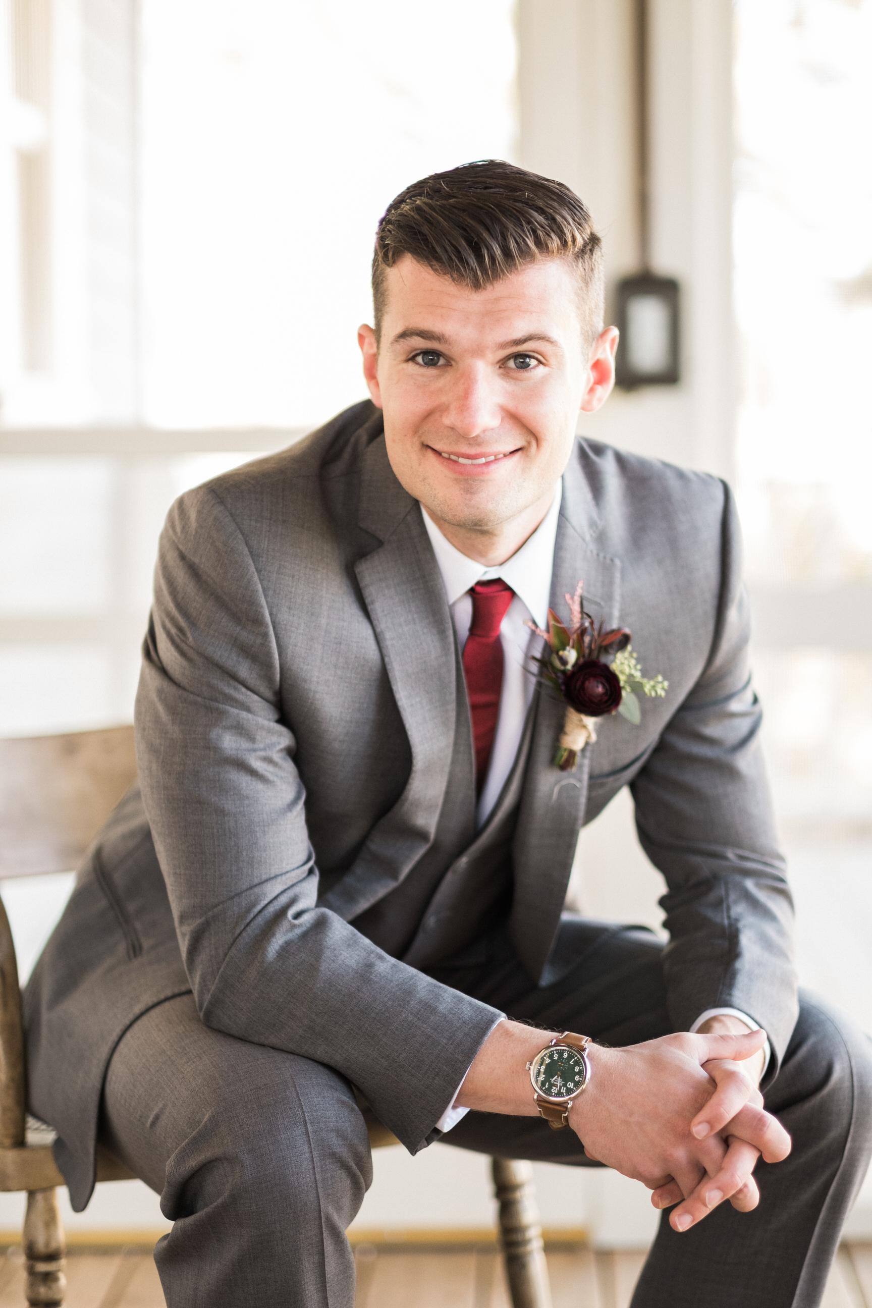 portrait of the groom in brainerd, mn