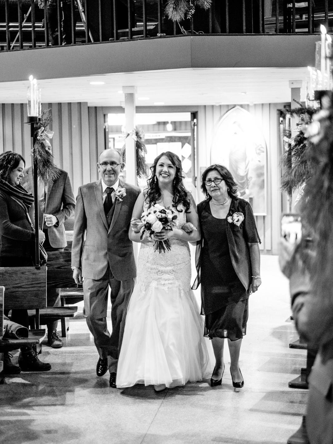 north shore grand marais wedding photographer at bethlehem lutheran church