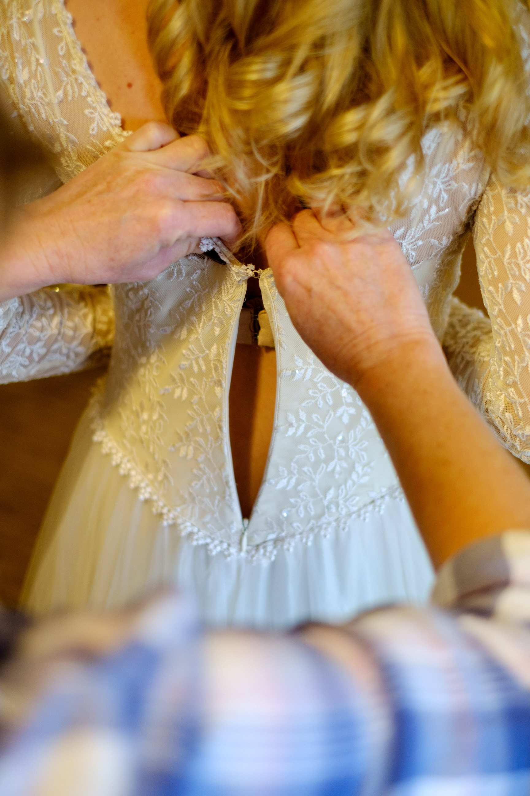 bride getting her dres on at Cragun's resort for her winter wedding