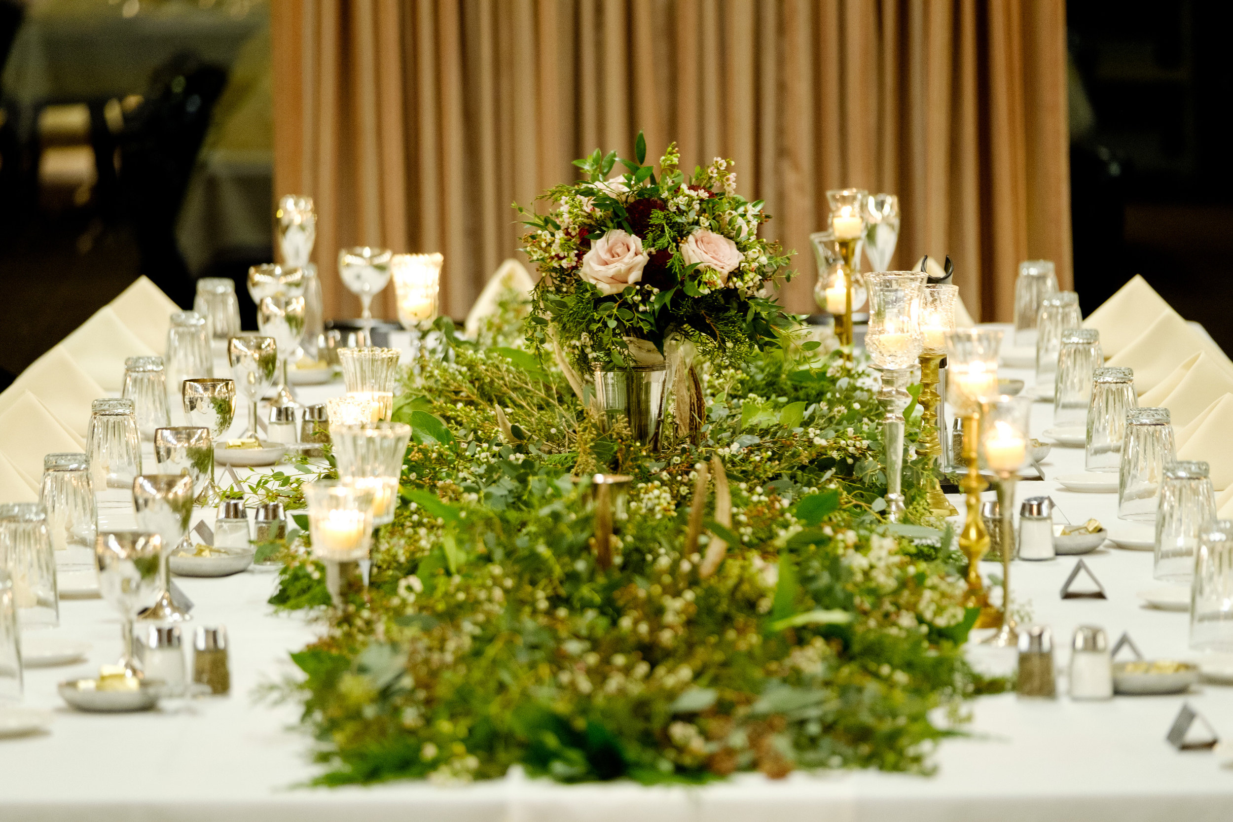 cragun's resort dining hall wedding reception floral by lily grass floral