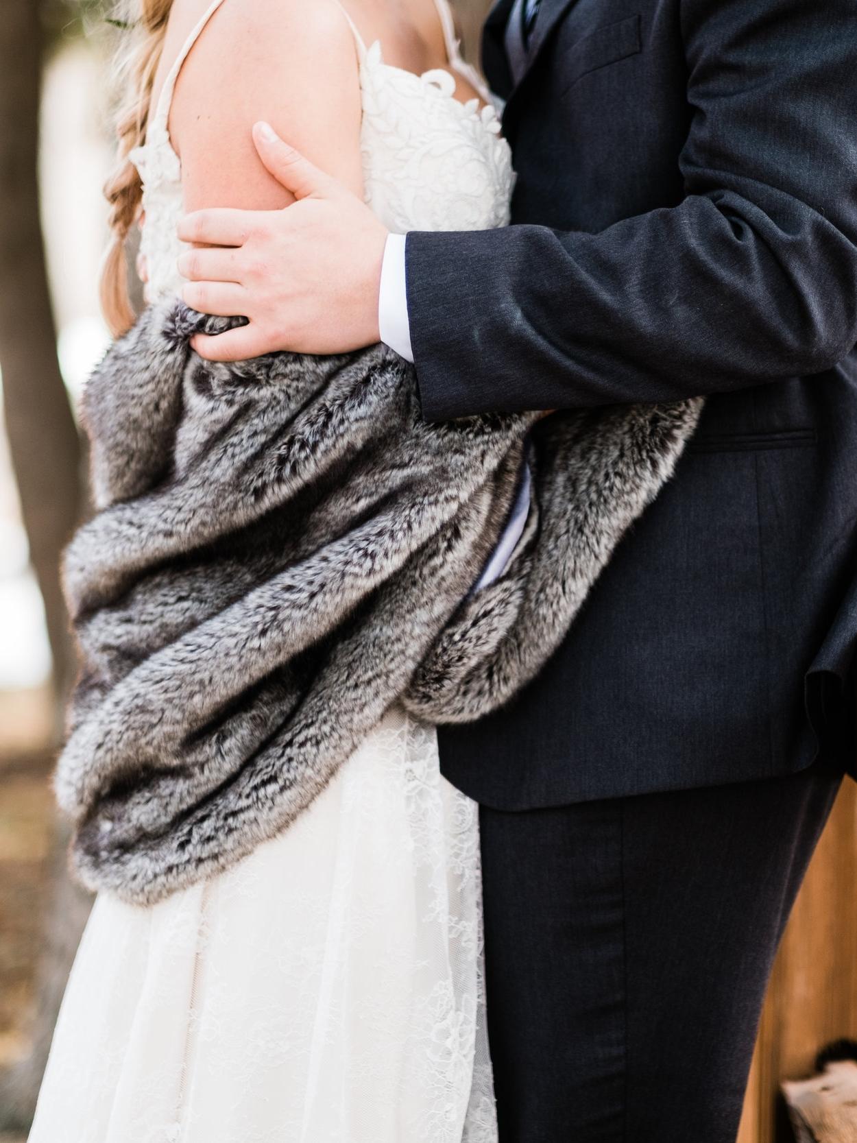 bride and groom outdoor winter wedding portraits brainerd, mn