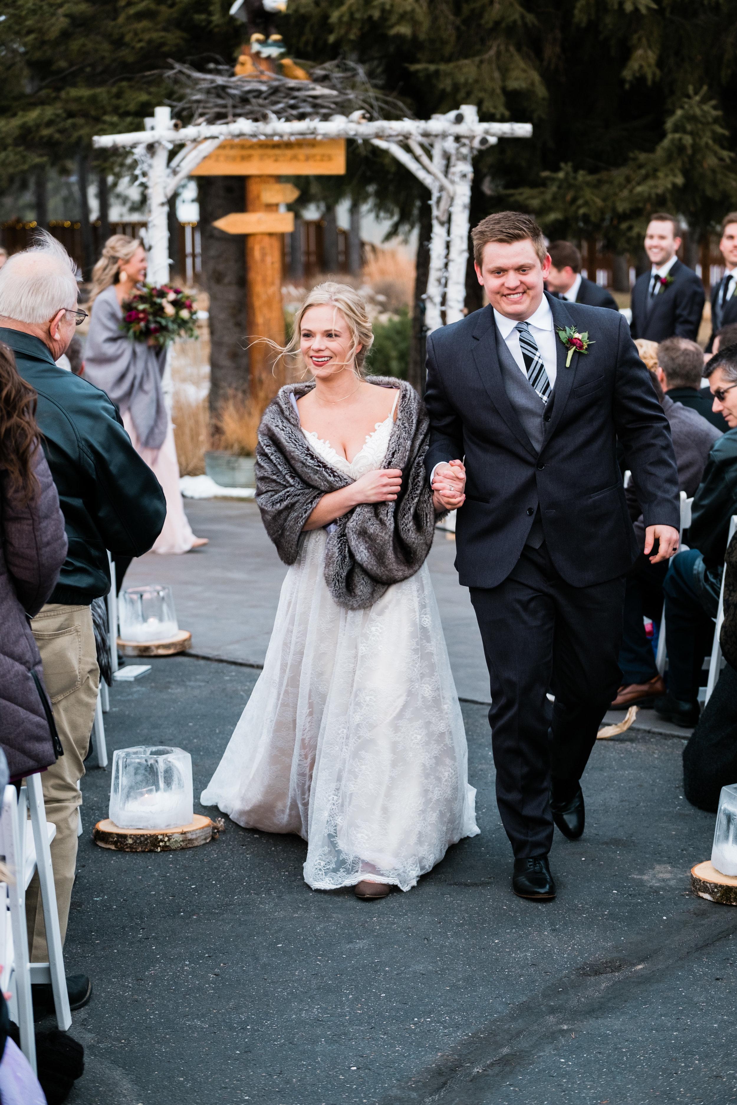 pine peaks wedding photogapher ceremony iamges