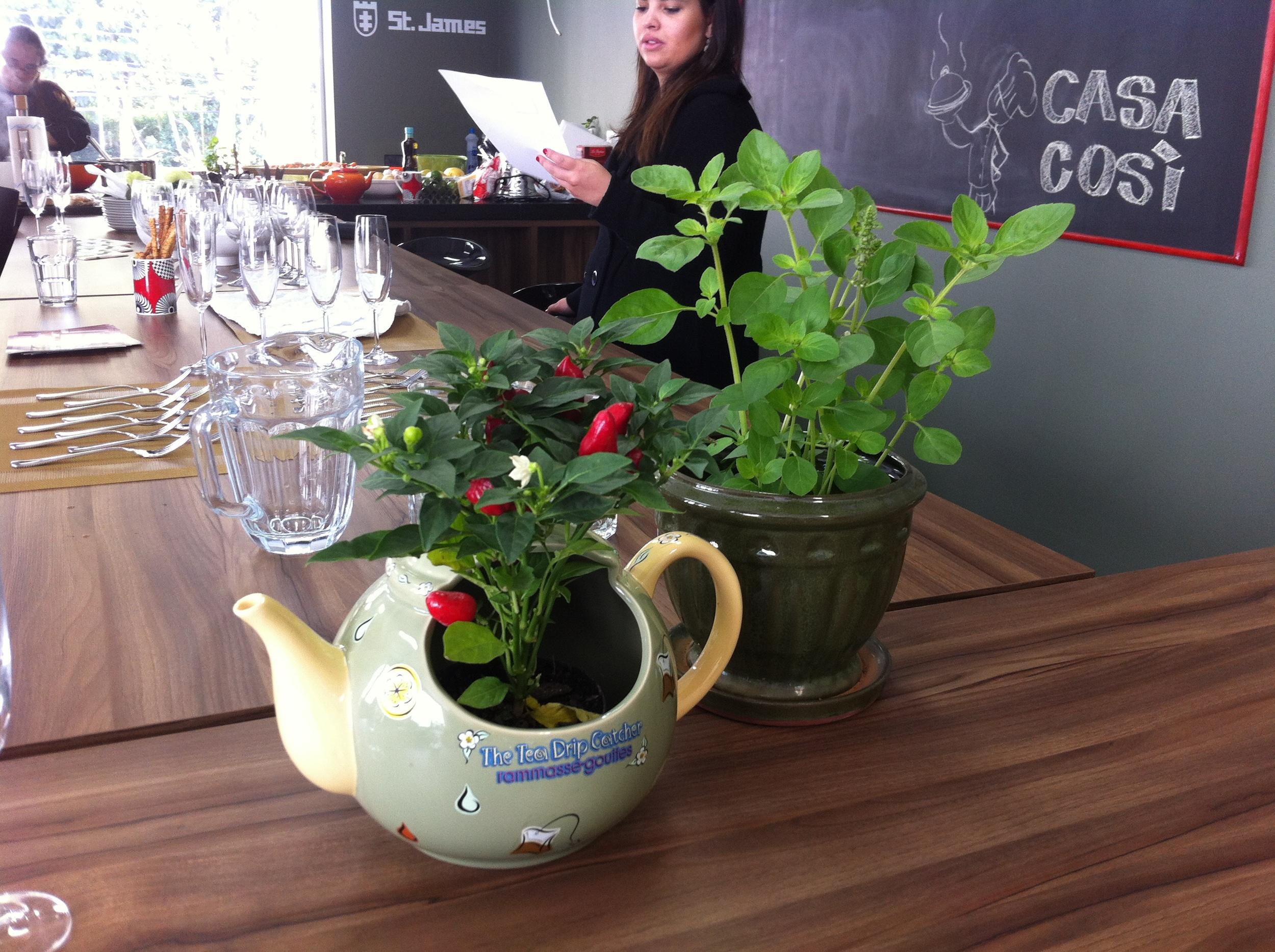 Temperos que decoram a mesa - Foto: Madi Arquitetura e Design