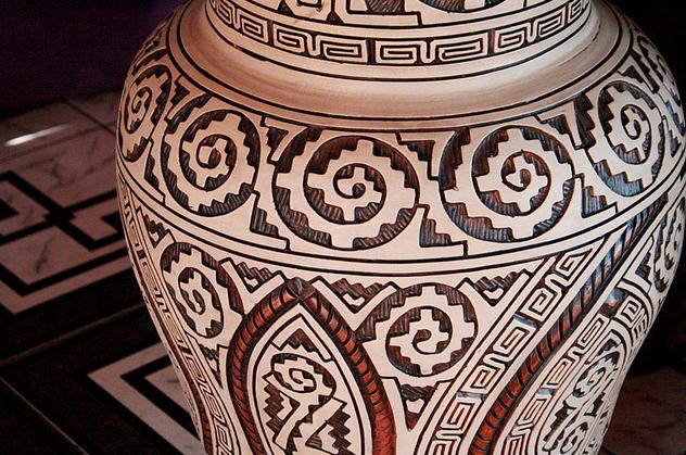 Cerâmica Marajoara: detalhe de um vaso - http://www.marajoara.com/Ceramica.html