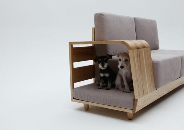 Foto do sofá de  Seungji Mun . Fonte: http://casavogue.globo.com/Design/noticia/2012/10/sofa-bom-pra-cachorro-dog-house-sofa.html