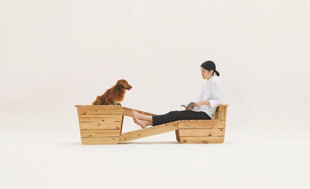 Foto do sofá dos designers do Atelie Bow-Wow - Fonte: designerhttp://casavogue.globo.com/Design/noticia/2012/11/arquitetura-cachorros.html