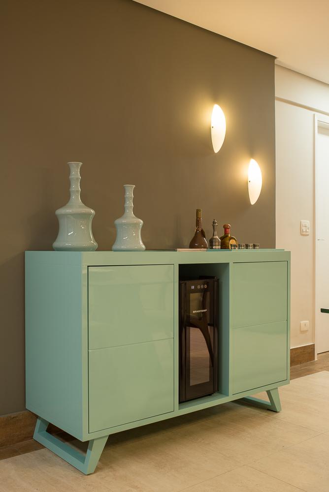 Mobiliário projetado para adega da Brastemp  Foto: Edson Ferreira